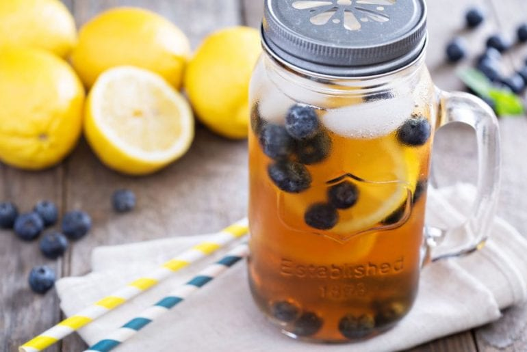 Iced tea with lemon and blueberries